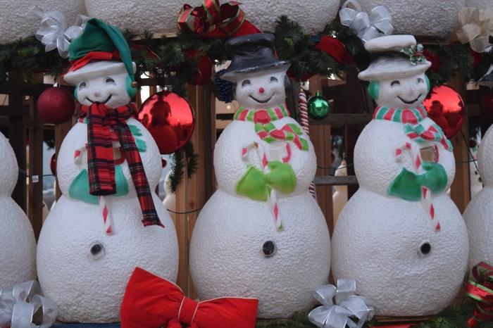 Happy old-school Snowmen